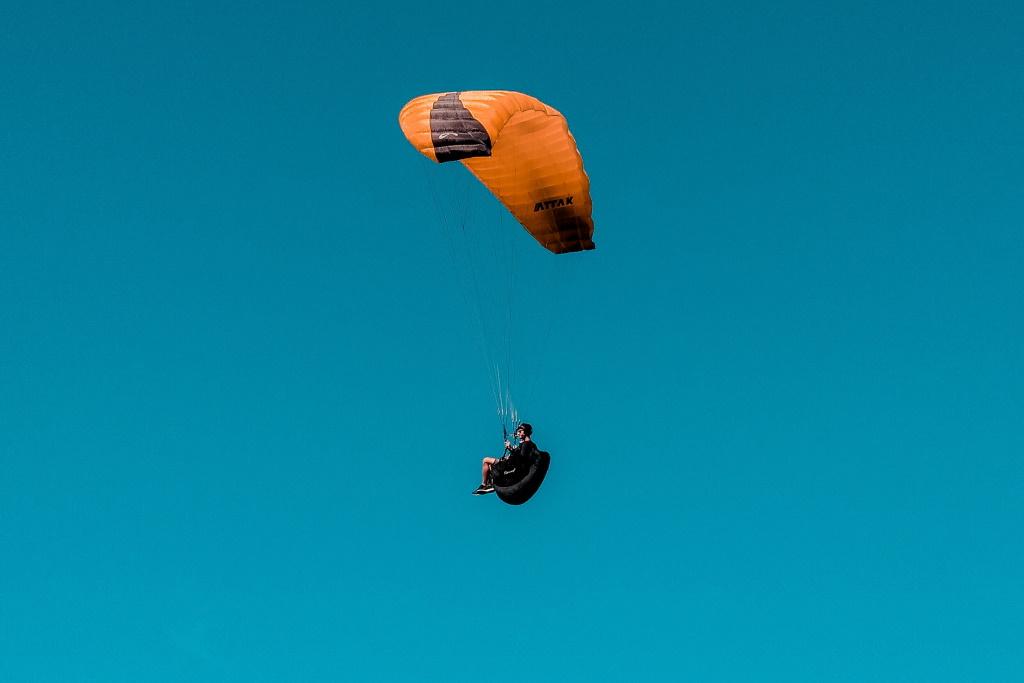 Vluchtmaken.com | Slide Parachutespringen hp